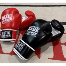 Erittäin laadukas,AIBA-tyylinen,  toppaukseltaan hieman paksumpi nyrkkeilyhanska kamppailulajeihin!