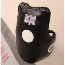 Vatsa/rintapanssari aitoa nahkaa. Tukeva ja hyvin suojaava vatsa/rintapanssari.